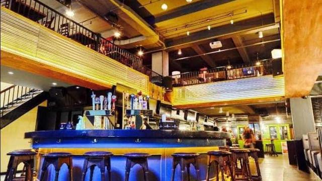Neste bar, a entrada em 2018 será obrigatoriamente semi-nu