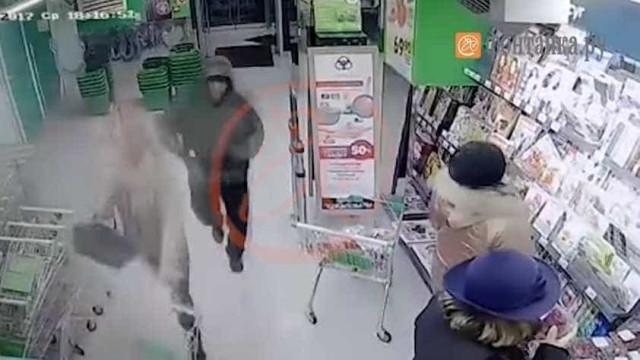 Filmado momento em que suspeito entrou em supermercado que explodiu