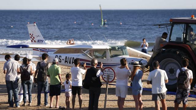 Falhas do piloto levaram a aterragem em praia da Caparica, diz relatório