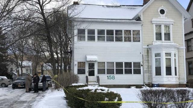 Quádruplo homicídio em Nova Iorque. Família encontrada morta na cave