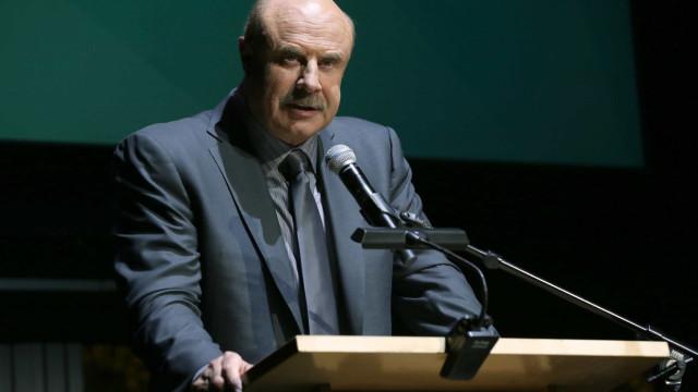 Dr. Phil acusado de dar álcool e drogas aos convidados