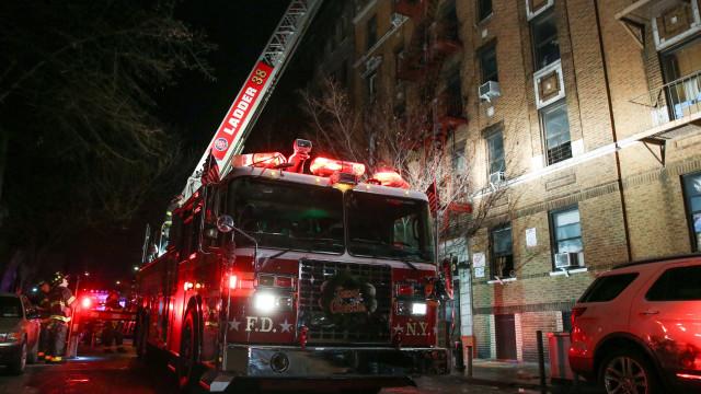Eis as imagens do incêndio de Nova Iorque que já fez 12 mortos
