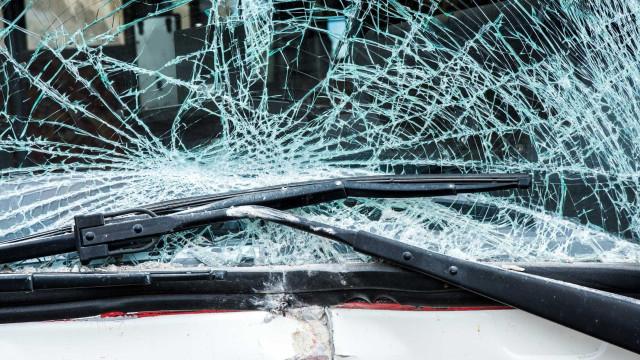 Choque entre autocarro e camião faz 11 feridos em Almada