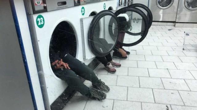 Em Paris, imigrantes abrigam-se do frio em máquinas de lavar