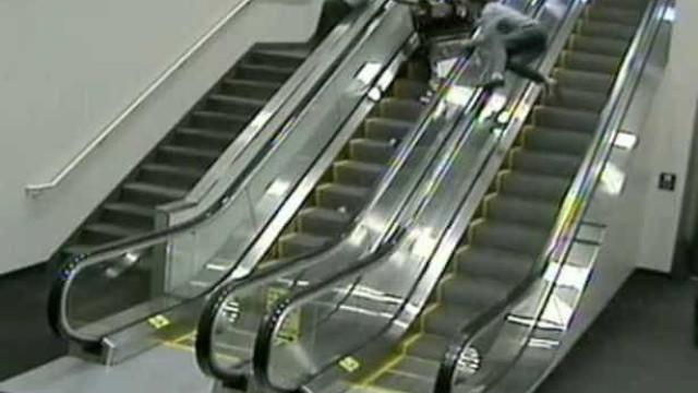 Idosa morre devido a queda em escadas rolantes. Família processa empresa
