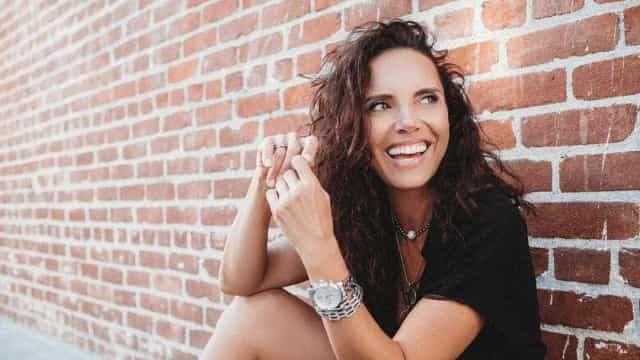 Iva Domingues faz inveja ao entrevistar dois galãs de Hollywood