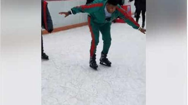 Quem disse que andar de patins é fácil? Este homem discorda