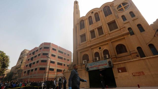 Eis as imagens do tiroteio numa igreja do Cairo