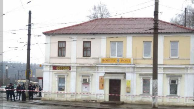 Homem com explosivos faz 11 reféns em posto de correios na Ucrânia