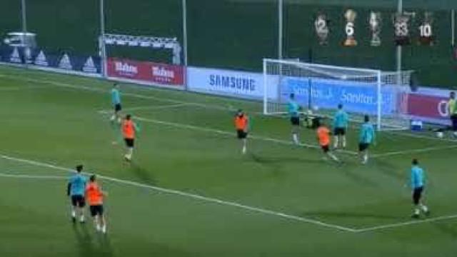 Cristiano Ronaldo mostra-se aos adeptos em treino aberto do Real Madrid