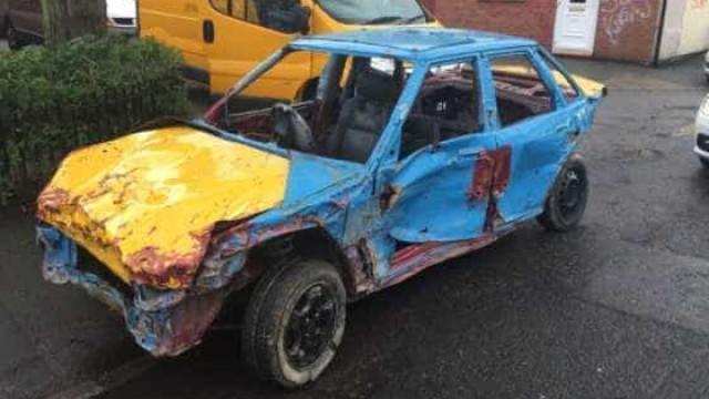 Consegue imaginar porque é que este carro foi apreendido?