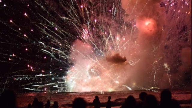 Austrália: Milhares de pessoas tiradas de praia durante fogo de artifício