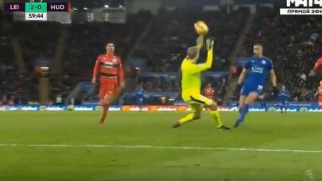 'Chapéu' de Slimani faz o segundo golo para o Leicester City