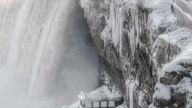 Temperaturas árticas congelam cataratas do Niágara