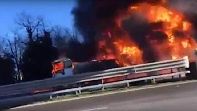 Seis mortos em Itália após carro ter sido projetado contra camião