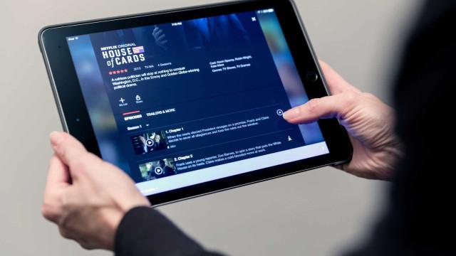 É possível ver Netflix sem internet. Saiba como