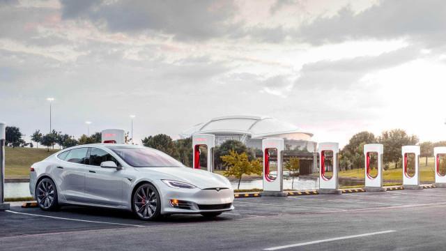 A Tesla já tem o seu primeiro carregador em Portugal