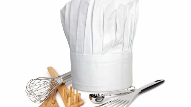 Chef que terá posto queijo em refeição vegan demite-se após ameaças