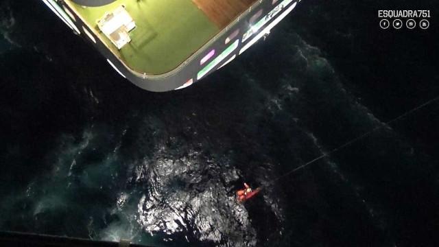 Força Aérea faz resgate em cruzeiro no primeiro salvamento do ano