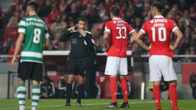 "Benfica queixa-se de ""golo fora de jogo e 4 penáltis perdoados"" no dérbi"