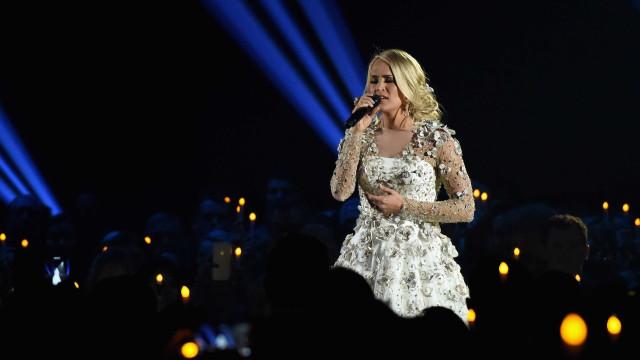 Carrie Underwood criticada após dizer que já é tarde para ter mais filhos