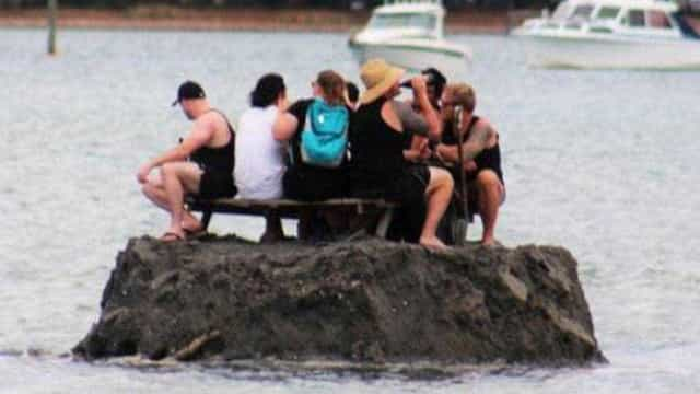 """Álcool proibido no Ano Novo? Construíram ilha. """"Águas internacionais"""""""