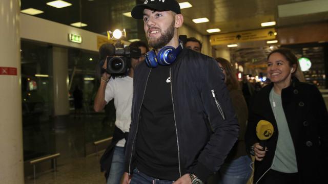 Rakip já está em Lisboa para assinar contrato com o Benfica