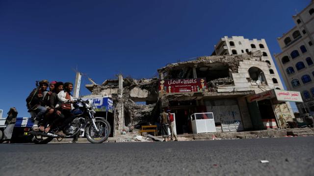 Primeiros combates de rua em Hodeida dão-se em quarteirão residencial