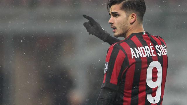 André Silva sai do banco para dar três pontos ao AC Milan