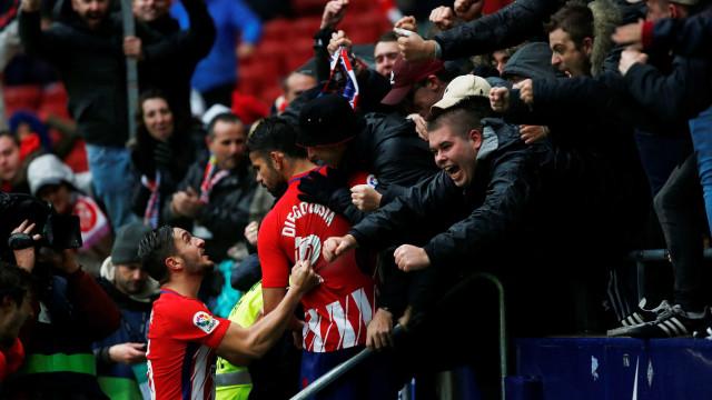 Atlético vence em tarde 'louca' de Diego Costa: Marcou... e foi expulso