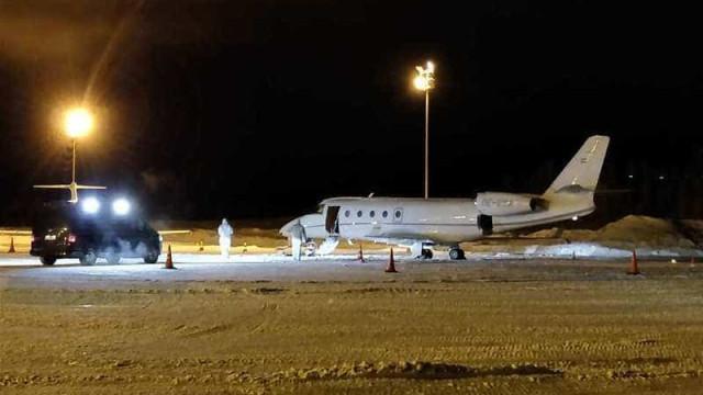 Acidente bizarro: Piloto morre atingido por porta de avião
