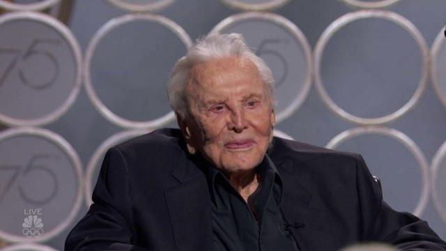 Kirk Douglas presenteado com homenagem surpresa nos Globos de Ouro