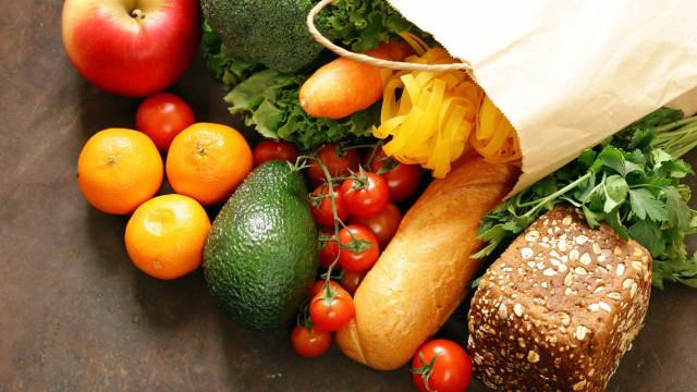 Saudável e barata. Como poupar dinheiro com a alimentação