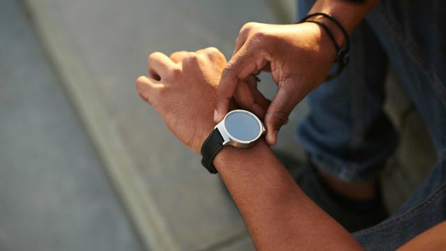 Vem aí um relógio inteligente que mede a pressão arterial