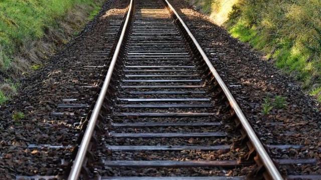 Mulher abalroada por comboio após cadeira de rodas ficar presa nos carris