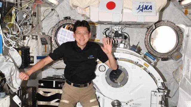 Astronauta diz que cresceu no espaço. Agora, teme não caber no fato