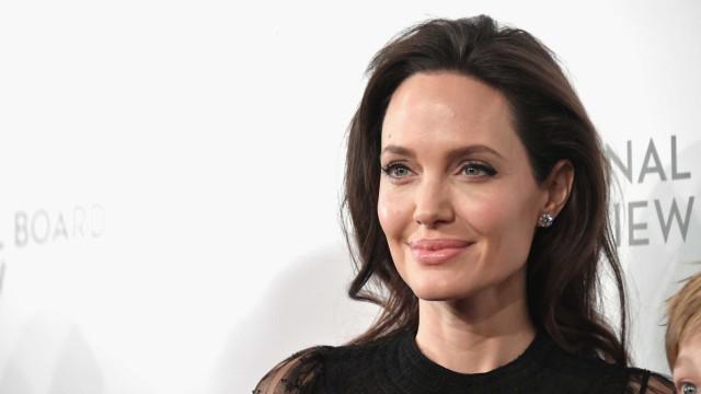 "Angelina Jolie luta ""para equilibrar a vida profissional e familiar"""