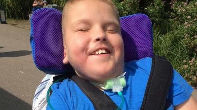 Menino morreu durante cirurgia por falha do hospital