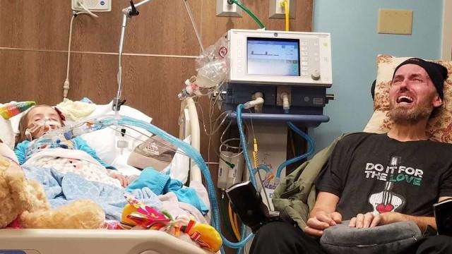 Imagem mostra dor de um avô que sabe que vai morrer e perder a neta