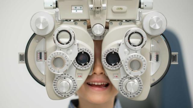 Lente de contacto 'especial' reduziu progressão de miopia em crianças