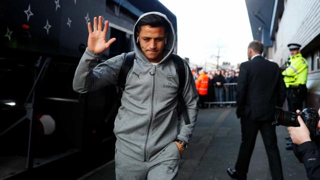 Mourinho desiste de dois craques para ficar com Alexis Sánchez
