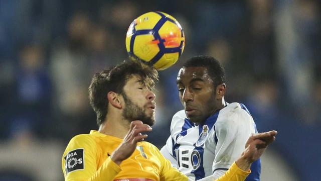 Estoril-FC Porto poderá estar em risco. Uma das bancadas evacuada