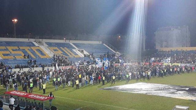 Estoril-FC Porto: Momento tenso e bancada evacuada na Amoreira