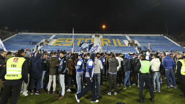 Estoril-FC Porto: Jogo não será reatado por falta de segurança