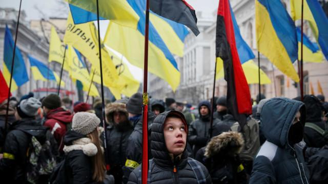 Confrontos entre manifestantes e polícia em Kiev devido a nova lei