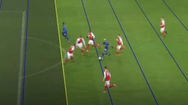 Fez-se história em Inglaterra: VAR valida golo anulado ao Leicester