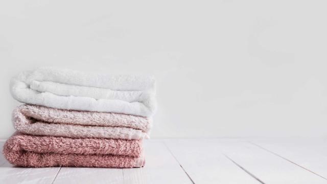 Quantas vezes posso usar a mesma toalha de banho antes de a lavar?
