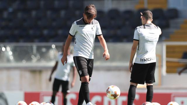 Cerca de 30 adeptos invadem treino do Vitória e agridem jogadores