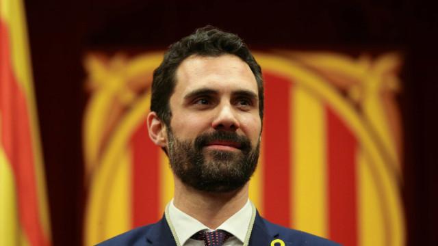 Catalunha: Presidente do parlamento anula votação mas mantém plenário