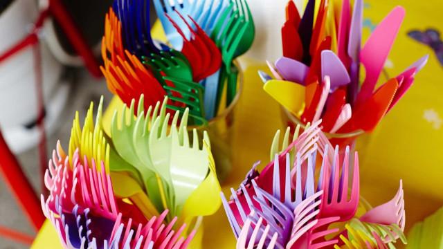 Fim dos pratos, talheres e copos de plástico à vista?